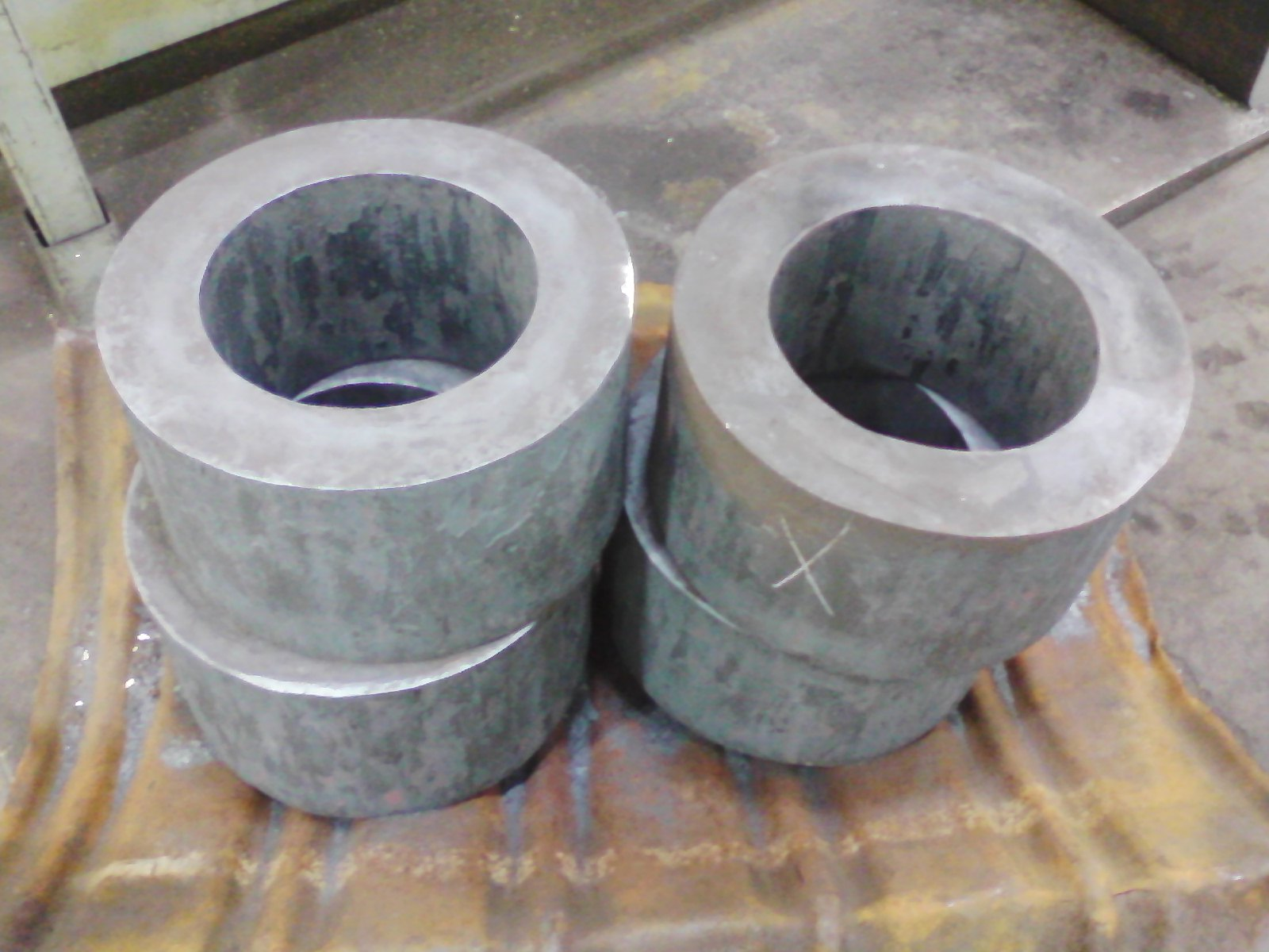 forged rings Simple, low cost focal point for rigging this is a bombproof forged steel ring that  is ideal for any multi-directional loading situation mbs: 44 kn (10000 lbf.